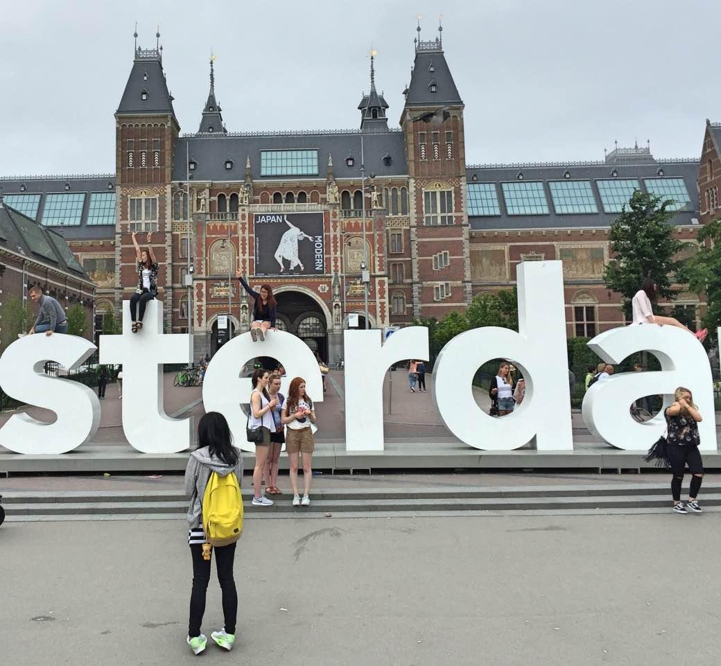 Een Amsterdamse hotelovernachtig moest in 2006 75,50 euro kosten. In 2016 kan dat via AirBNB voor 45 euro.