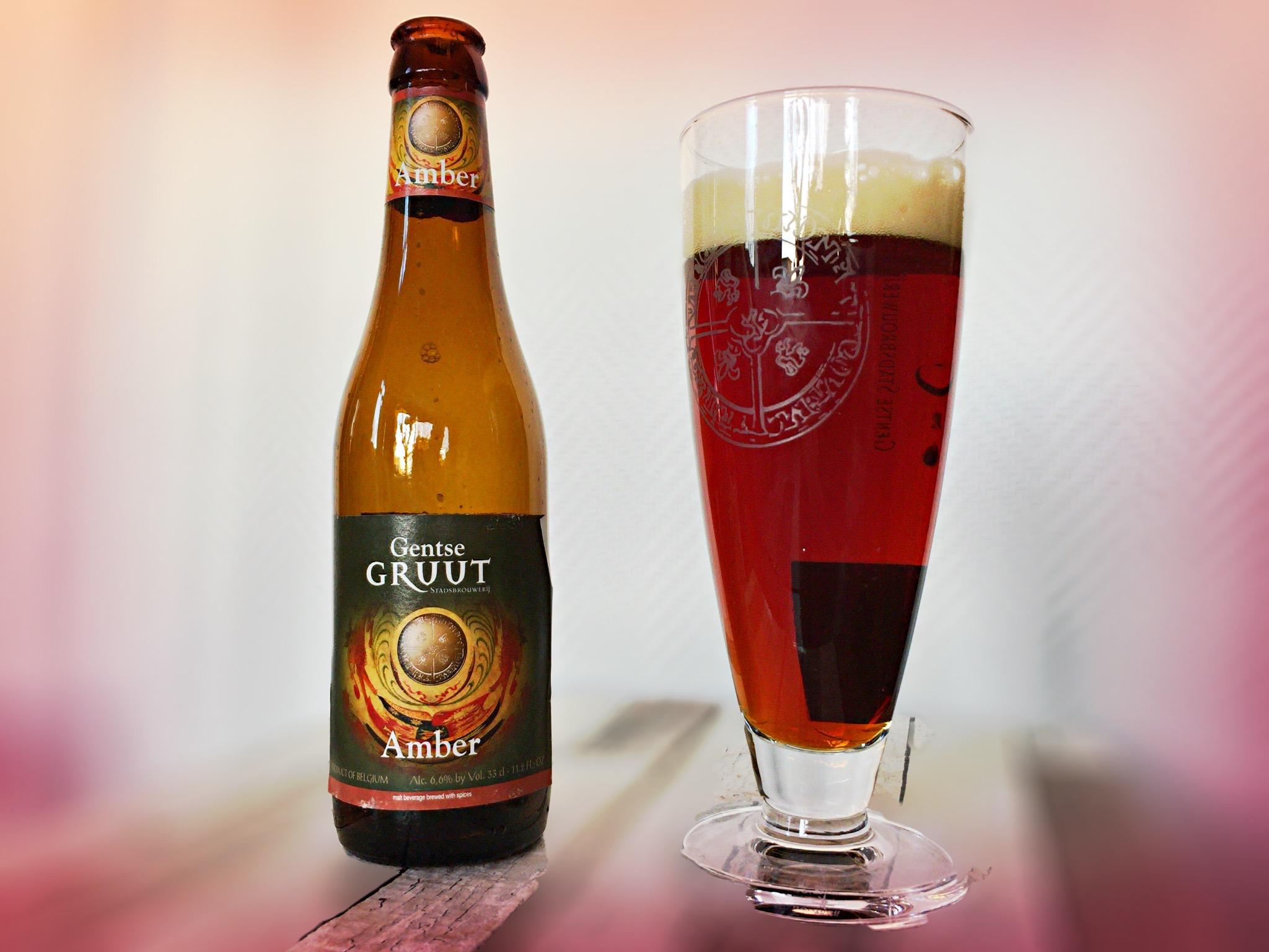 Belgisch bier met een bijbehorende glas kun je via de post binnen handbereik hebben. Foto: Elkedagvakantie