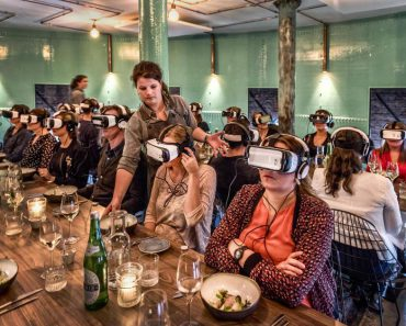 UITGAAN - Wat dacht je van VR Dining, schat? 2